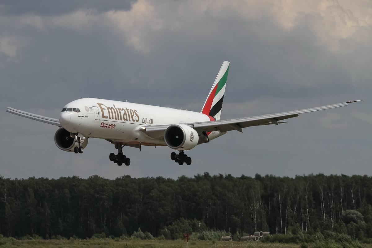 Emirates Sky Cargo Boeing B777F A6-EFF.jpg